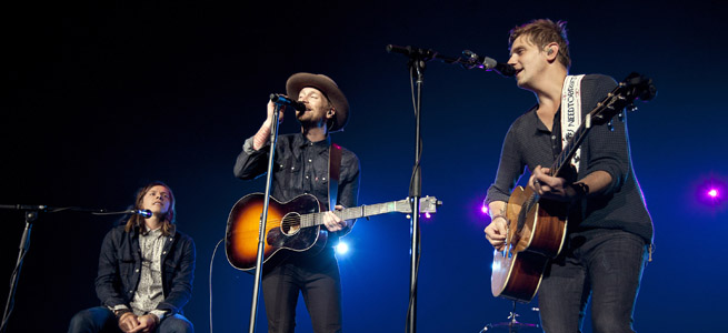 Gavin Degraw teaming up with NEEDTOBREATHE